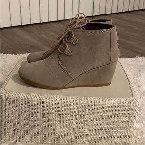 Toms Kala wedge bootie size 9 Desert Taupe suede